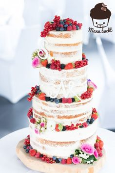 [Tutorial und Rezepte] Hochzeitstorte Naked Cake mit Beeren und Blumen - Mann backt