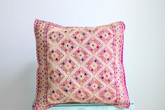 de ChiapasbyJUBEL en Etsy #handcraft #loom #waistloom #chiapas #FridaKahlo #cushion #pillow #decoration