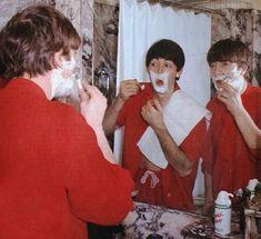 Swipe to see my first crush beatles beatlemaniacs paulmccartney beatlemania beatlemaniac georgeharrison johnlennon ringostarr magicalmysterytour 30 guitar fender love paul john lemon abbeyroad shaving red harrisonford indianajones hansolo starwars The Beatles, Beatles Photos, Great Bands, Cool Bands, John Lennon Paul Mccartney, Liverpool, Lonely Heart, The Fab Four, Ringo Starr