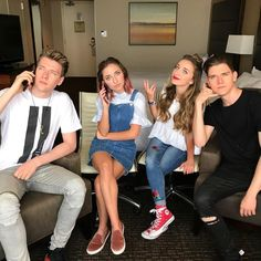 i never really did like brooklyn and bailey Brooklyn And Bailey Instagram, Brooklyn And Bailey Youtube, Brooklyn Mcknight, Bailey Mcknight, Devan Key, Collins Key, Dog Haircuts, Famous Youtubers, Red Converse