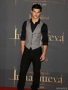 Taylor Lautner at the New Moon photocall at Villa Magna Hotel on November 12,  in Madrid 3