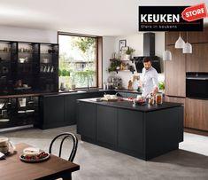 De zwarte keuken is anno 2021 heel populair. Begrijpelijk want zwart is chique, stoer, maar ook modern en industrieel! Kies voor een volledig zwarte keuken, inclusief keukenblad, of maak een mooie combi met bv. hout. Keuze te over! #zwartekeuken #industrielekeuken #modernekeuken #2021 #exlusievekeuken #keuken #keukeninspiratie #luxekeuken #populairekeuken #interieurinspiratie #wooninspiratie #stijlvollekeuken #stoerekeuken #keukenstore High Gloss Kitchen, Contemporary Cabinets, Kitchen Hardware, Grey Cabinets, Kitchen Collection, Stainless Steel Kitchen, Kitchen Cabinetry, Wood Accents, Modern Kitchen Design
