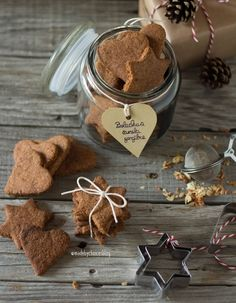 Bolachas de gengibre e canela - Made by Choices Yummy Cookies, Healthy Cookies, Ginger Cookies, Raw Food Recipes, Sweet Recipes, Cookie Recipes, Healthy Recipes, Christmas Cookies, Biscotti