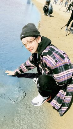 Yes u can touch the water Baek