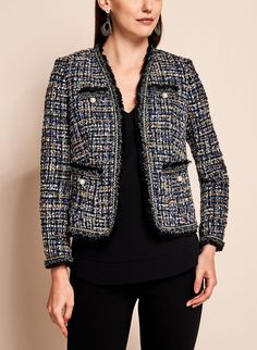 Recreate a look worthy of couture bridges with this Chan-style jacket … Chanel Tweed Jacket, Chanel Style Jacket, Boucle Jacket, Classy Work Outfits, Classic Outfits, Stylish Outfits, Tweed Blazer Outfit, Blazer Outfits, Business Dress Code