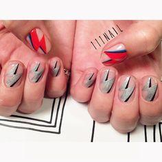ビビビッ⚡︎⚡︎⚡︎⚡︎⚡︎⚡️!!! #nail#art#nailart#ネイル#ネイルアート#イナズマ#Thunder#cool#ROCK#Davidbowie#手書きアート#illustration#ショートネイル#nailsalon#ネイルサロン#表参道##クリアネイル111 #cool111#クリアネイル111