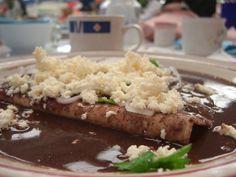 Enfrijoladas estilo Dely. Ver receta: http://www.mis-recetas.org/recetas/show/8904-enfrijoladas-estilo-dely