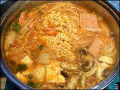 BUDAE JJIGAE « Maangchi's Korean food and cooking forum -- MINUS the mushrooms it looks delish!