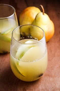 Mulled Pear Sangria | via Katie at the Kitchen Door