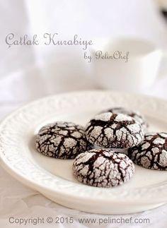 Haftayı yine bir kurabiye tarifi ile kapatıyorum. Bu hafta bu kurabiyeleri istek üzerine iki kez pişirdim ve yeniden pişirmek ü...