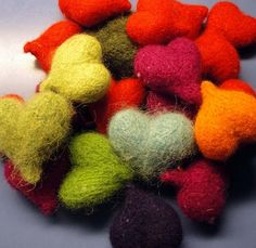 Doo it - just doo it: Strikkede og filtede hjerter Fun Crafts, Diy And Crafts, Amazing Crafts, Happy Love Day, Knitted Heart, Valentines Day Hearts, Felt Hearts, Love Heart, Needle Felting