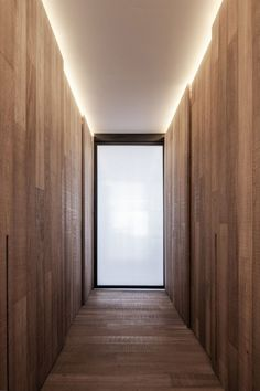 moderne wohnung belgien holz verkleidung versteckte leuchten