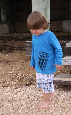 Free Download: DIY TARDIS T-Shirt printing template