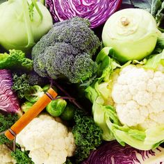 """The Whole Cruciferous Food is a blend of 5 cruciferous vegetables and 5 additional vegetables. Cruciferous vegetables come from the word """"cruc"""", meaning cross because of the design on the leaf. Gout Diet, Diverticulitis Diet, Hypothyroidism, List Of Vegetables, Low Carb Vegetables, Veggies, Foods That Cause Bloating, Acide Aminé, Brussels Sprouts"""