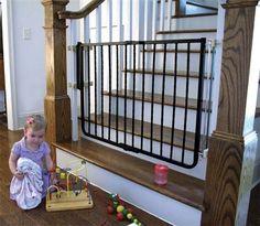 treppenschutzgitter vermeiden gef hrliche risiken f r ihre kindern kindersicherung treppe und. Black Bedroom Furniture Sets. Home Design Ideas