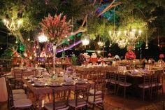 Hacienda Dzibikak - Wedding under the big tree. Espectacular montaje estilo organico y elegante . Boda organizada por Six Sens en la Hacienda Dzibikak en Yucatan