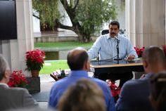 """Maduro """"cuestiona"""" el díálogo (su tabla de salvación) - http://www.notiexpresscolor.com/2016/11/13/maduro-cuestiona-el-dialogo-su-tabla-de-salvacion/"""