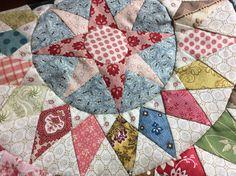 The Irish in april 2015 Circle Quilts, Hexagon Quilt, Quilt Block Patterns, Mini Quilts, Quilt Blocks, Hexagons, Applique Quilts, Patchwork Quilting, Medallion Quilt