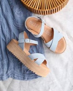 Musse & cloud - isabel sporty strappy platform sandal in suede blue sky - Mode Sandals Outfit, Cute Sandals, Cute Shoes, Me Too Shoes, Women's Shoes, Heeled Sandals, Shoes Style, Platform Heel Sandals, Strappy Sandals