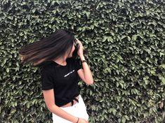 Ideas For Instagram Photos, Instagram Pose, Insta Photo Ideas, Cute Girl Poses, Girl Photo Poses, Girl Photography Poses, Girl Pictures, Girl Photos, Tumbrl Girls