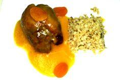 Pierna de cordero rellena de arroz con salsa de albaricoque al estilo sefardí