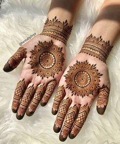 Explore the list of best and trending mehndi designs for every occasion. Latest mehndi designs for your wedding or any other events Henna Hand Designs, Circle Mehndi Designs, Round Mehndi Design, Mehndi Designs 2018, Mehndi Designs For Girls, Mehndi Design Photos, Mehndi Designs For Fingers, Mehndi Designs For Hands, Henna Tattoo Designs