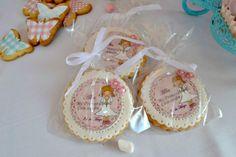 Galletas de comunión decoradas con papel de azucar y fondant con uno de los pre-hechos de nuestra web. Fotopastel.com