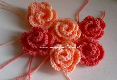 rose uncinetto tutorial come fare le rose di lana in 5 modi diversi tutorial schemi e spiegazioni passo a passo per fiori grandi medi e piccoli