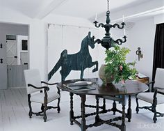 love the mix of 17th Cent with contemporary .
