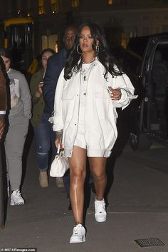 rihanna looks street style - rihanna style Rihanna Street Style, Mode Rihanna, Rihanna Fenty, Mode Outfits, Girl Outfits, Casual Outfits, Fashion Outfits, Dinner Outfits, Club Outfits