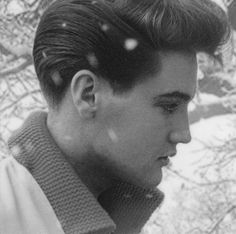 """""""elvis presley - what a beautiful photo!"""" No sweetie what a beautiful person. Lisa Marie Presley, Priscilla Presley, Rock And Roll, Young Elvis, Burning Love, Elvis Presley Photos, Thats The Way, Favim, Graceland"""