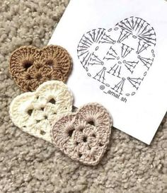 For this years Valentine Heart I wanted to make a flatter, more solid and multi-purpose Granny Heart coaster that could Little crochet hearts The pattern 🙆🏼💕✨ . Knitting Patterns Tutorial Those who love hearts (crochet motifs). This Pin wa Crochet Diagram, Crochet Chart, Crochet Motif, Crochet Doilies, Crochet Granny, Crochet Diy, Crochet Gifts, Beaded Crochet, Beginner Crochet