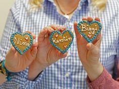 Kleine Lebkuchen-Kekse zum Oktoberfest: Zaubern Sie diese kleinen Leckereien als Mitbringsel.