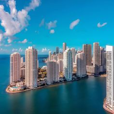 Downtown Miami is not the same place it was 10 years ago when South Florida last hosted the Super Bowl, the country's biggest stage and most watched televised event of the year. South Beach Florida, Miami Florida, Miami Beach, Miami City, Downtown Miami, Miami Wallpaper, Miami Springs, Destinations, World Cities