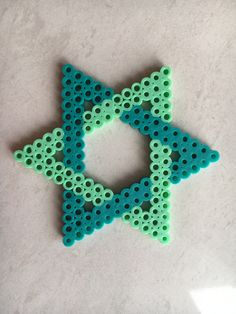 Perler Beads Star Source by You may feel that the real history of handcrafted beaded jewel Easy Perler Bead Patterns, Perler Bead Designs, Melty Bead Patterns, Hama Beads Design, Diy Perler Beads, Perler Bead Art, Pearler Beads, Melty Beads Ideas, Hama Beads Coasters