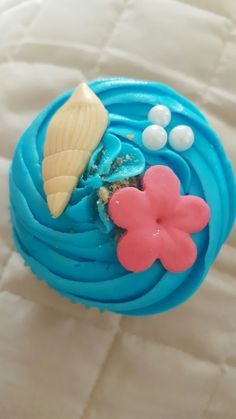 Moana cupcake Moana Birthday Party, Moana Party, Luau Birthday, Luau Party, 4th Birthday Parties, Birthday Cupcakes, Moana Theme, Birthday Ideas, Cupcakes Moana