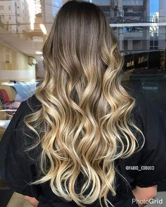 Ombre hair maravilhoso Agendamento: (31) 3275-2524 WhatsApp (31) 98656-3919 #blonde #balayage #beautiful #colors #cobuccihair #californianas #fashion #glamour #hairstylist #inspiration #loiro #loirobh #luzes #luzesbh #loirotop #loirodossonhos #mecha