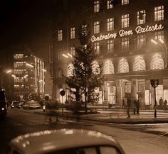 Dom Braci Jabłkowskich. fot. 1962 r., Zbyszko Siemaszko, źr. omni-bus.eu, zdjęcie jest własnością Narodowego Archiwum Cyfrowego. Warsaw, Dom, Poland
