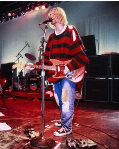 💋⚘♥️Kurt Cobain of Nirvana 💣🆘️🔥🎸👍👍👍👍 - Kiara Keller - Fashion Grunge 90s Fashion Grunge, 90s Grunge, Grunge Outfits, Kurt Cobain Style, Nirvana Kurt Cobain, Kurt Corbain, Banda Nirvana, Donald Cobain, Seattle