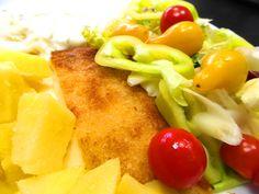 Klasický vyprážaný syr so šalátom, varené zemiaky a Chardonany vždy dobrá kombinácia ... www.vinopredaj.sk ...  #pdmojmirovce #chardonnay #vysmazanysyr #salat #salad #cheese #food #meal #inmedio #wineshop #vino #wine #wein