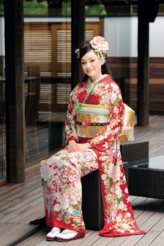 Furisode: This is the kimono belonging to unmarried women and is distinguished by its extremely long sleeves. Such kimonos are worn by unmarried girls only on very formal occasions to indicate that they are of age and available for marriage