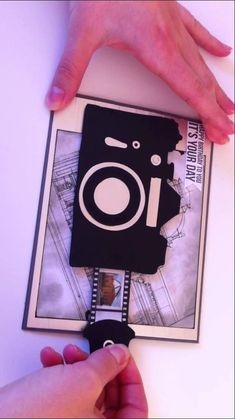 Sliding Camera Card. Could give this to good friends with pictures of the two of you Diy Birthday Messages, Diy Happy Birthday Card, Birthday Card With Photo, Card Ideas Birthday, Friend Birthday Card, Father Birthday, Handmade Birthday Cards, Cool Christmas Cards, Christmas Pops
