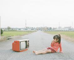 """Japanese photographer and dad Nagano Toyokazu has created a funny photo series titled """"Photogenic Princess"""" of his two little girls. Creative Photography, Film Photography, Amazing Photography, Japanese Photography, Funny Photos, Cool Photos, Amazing Photos, Cute Kids, Cute Babies"""
