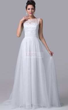 Suknia ślubna z gipiurą i z trenem