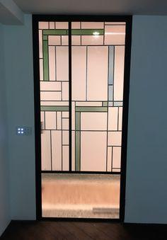 smeedijzeren deur met glas in lood