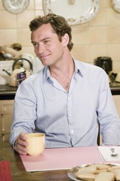 """""""Mr. Napkin head"""" Jude Law 'Holiday'"""