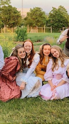 //pin by Izabelyy Silva* (izzyhearteyesz) Gilbert Blythe, Netflix Series, Tv Series, Gilbert And Anne, Anne White, Amybeth Mcnulty, Anne With An E, Anne Shirley, Cuthbert