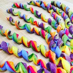 Food artist Linda Miller Nicholson uses natural ingredients to make colored pasta designs in an array of fun patterns and shapes. Fusilli, Rainbow Pasta, Rainbow Food, Linda Miller, Colored Pasta, Pasta Art, Pasta Casera, Lotsa Pasta, Food Artists