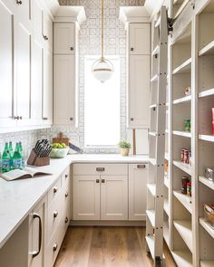 Farmhouse Kitchen Pantry Inspiration The Best Farmhouse Pantry Inspiration - A huge collection of beautifully organized farmhouse pantries that are classic yet completely on-trend with modern farmhouse touches. Decor, Farmhouse Pantry, Pantry Inspiration, Interior, Kitchen Cabinets, Kitchen Remodel, Home Decor, Pantry Design, Kitchen Design