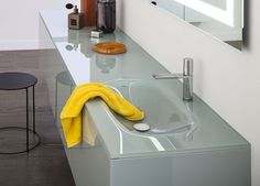 Elegant curved sink for Artelinea's bath vanity / Vero Collection